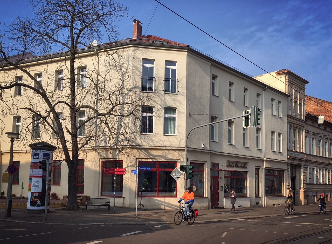 Café und Bar Halle Ecke Hermannstraße