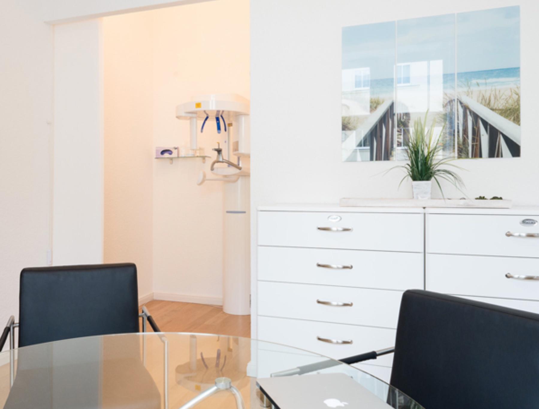Ort für Patientengespräche Zahnarztpraxis Roger Barz Zahngesundheit Halle