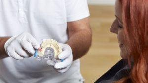Implantat Erklärung Zahngesundheit Halle