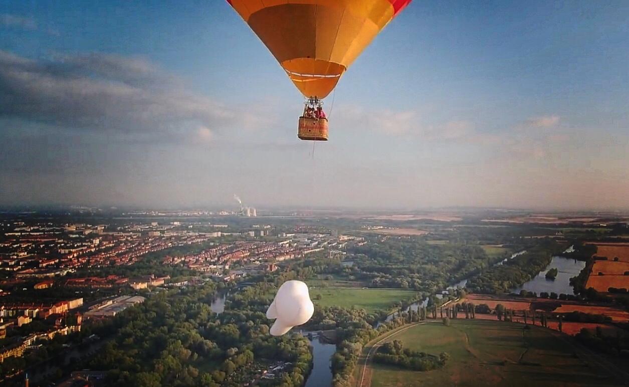 Motiv Mit Zahn Und Ballon Für Zm Magazin Zahngesundheit Halle