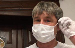 Zahnarzt Roger Barz Mundschutz