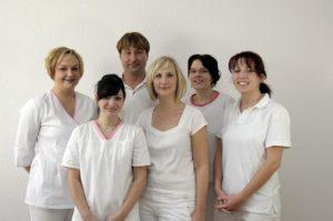 Zahnarzt-Roger-Barz-Halle-erstes-Team-Geiststrasse