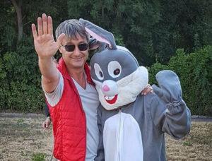 Roger Barz mit Angsthase Praxis Zahngesundheit Halle Saale