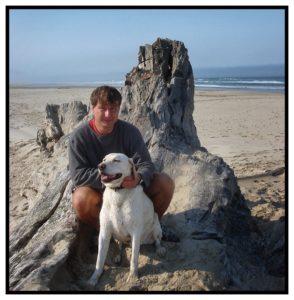 Roger Barz mit Hund am Strand