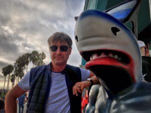 Roger Barz mit Hai Zahnarzt Venice Beach