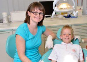 Dr. Ulrike Uhlmann Kindersprechstunde Halle Zahnarzt Roger Barz