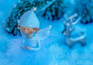 Engelfigur im Schnee Zahnarztpraxis Roger Barz