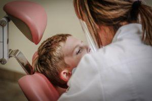 Behandlung Kind Zahnarzt