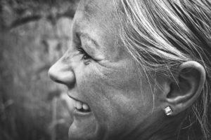 Frau Lachen Zahnarztpraxis Roger Barz Halle Saale