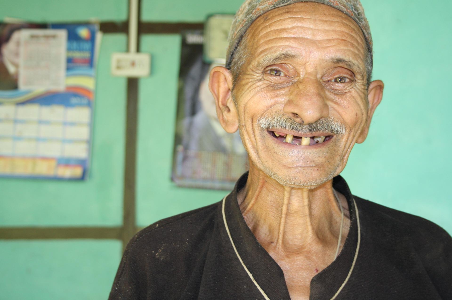 Glücklich-ohne-Zähne-Zahngesundheit-Halle - Zahnarzt Halle