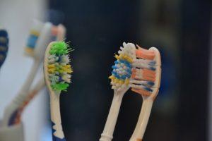 Zahnbürsten gebraucht Zahnarzt Roger Barz Halle