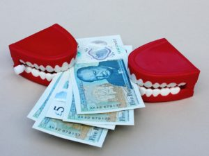 Geld mit Gebiss Zahnarztpraxis Roger Barz Halle