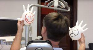 lustige Handschuhe Zahnarzt Roger Barz Halle