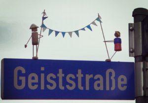 Figuren Straßenschild Geiststraße Zahnarzt Roger Barz Halle