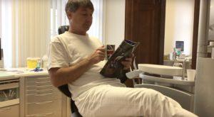 Ausruhen auf dem Zahnarztstuhl Zahnarzt Roger Barz Halle