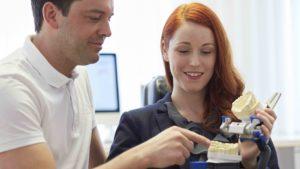 Vorteile Implantat Zahnarzt Roger Barz Halle