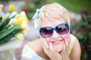 Mädchen Sonnenbrille Zahnarztpraxis Roger Barz Halle
